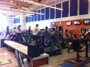 Students working out in P.E. Building. [Photo by Kevin Sanchez]